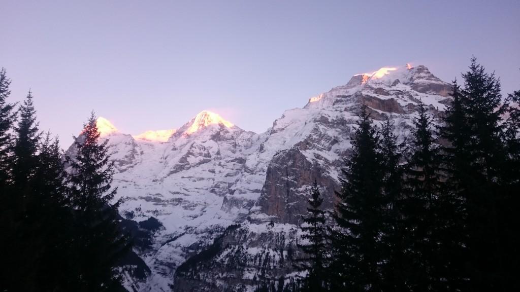 Letzte Sonnenstrahlen auf Eiger, Mönch und Jungfrau