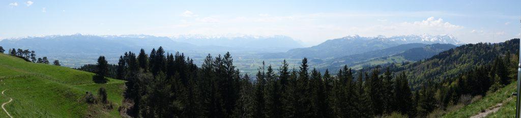 Panorama über Rheintal und Alpstein - von St. Anton  oberhalb von Ruppen)