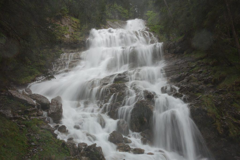 Dündebach-Wasserfall beim Blüemlisalplauf