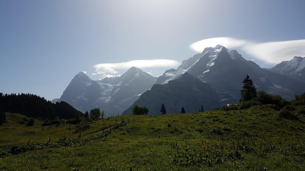 Mürrens Panorama in speziellem Licht - Eiger, Mönch und Jungrau