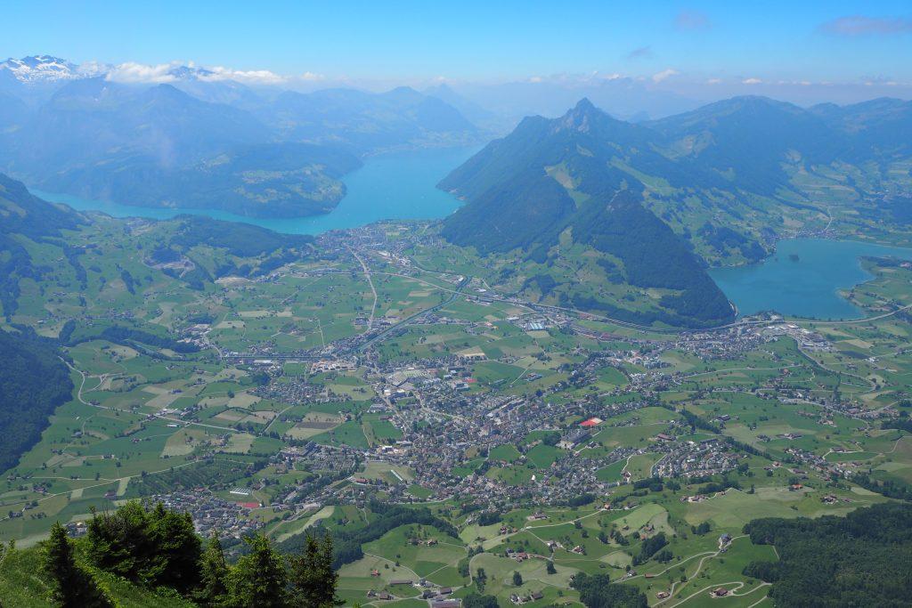 Ausblick vom Gipfel Richtung Schwyz und Vierwaldtstättersee