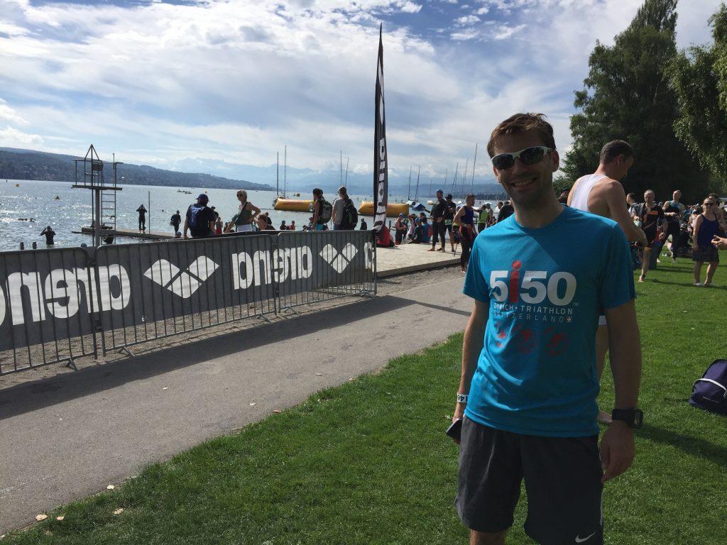 Erster Triathlon gemeistert - entspannt kann ich nun weiteren Startern zu schauen