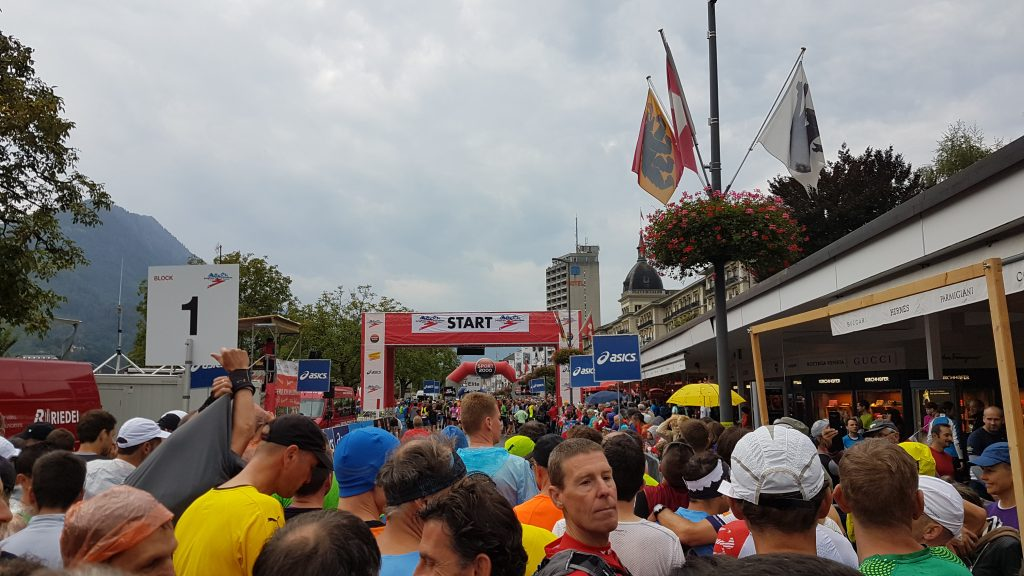 Startblock 1: Umgeben von tausenden Läufern beim 25. Jungfrau-Marathon