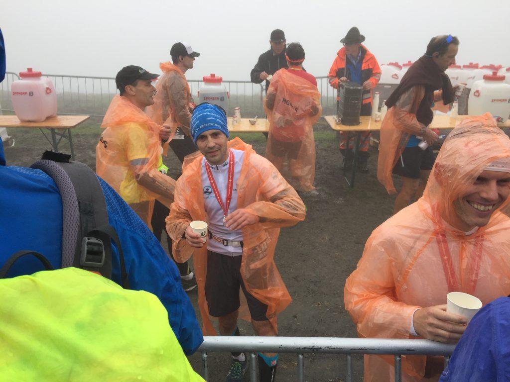 Im Ziel beim Jungfrau-Marathon - unterkühlt, übersäuert und mit gequältem Lächeln