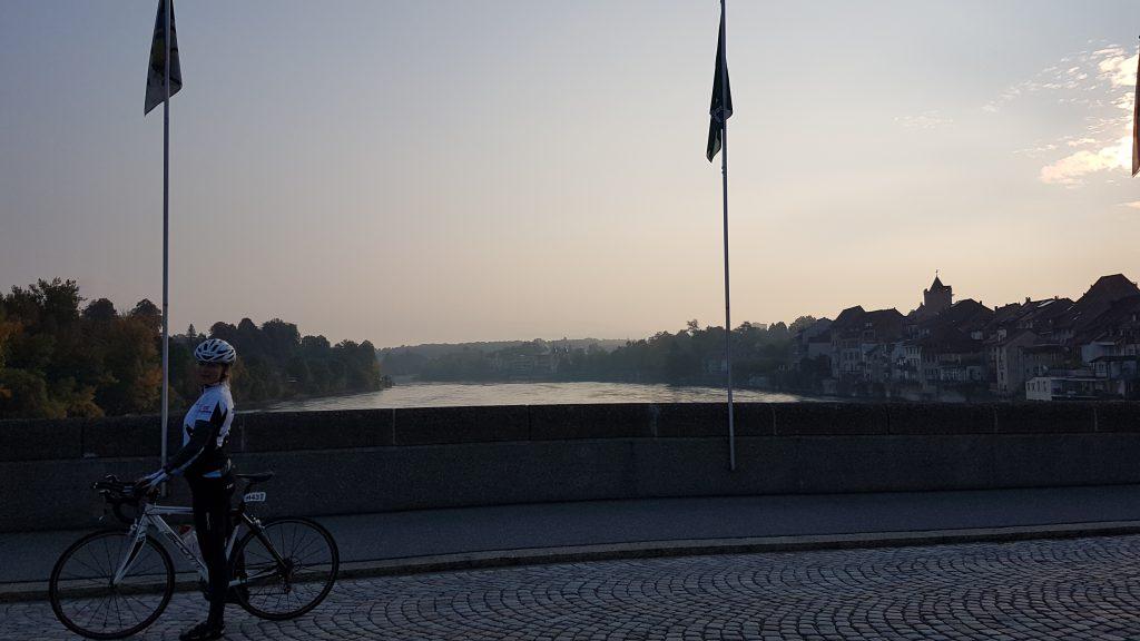 Morgendliche Stimmung auf der altehrwürdigen Rheinbrücke in Rheinfelden