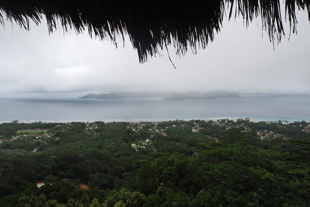 Tolle Aussicht - aber die Wolkendecke zeigt schon, viel besser wird es in den nächsten Stunden nicht, Seychellen