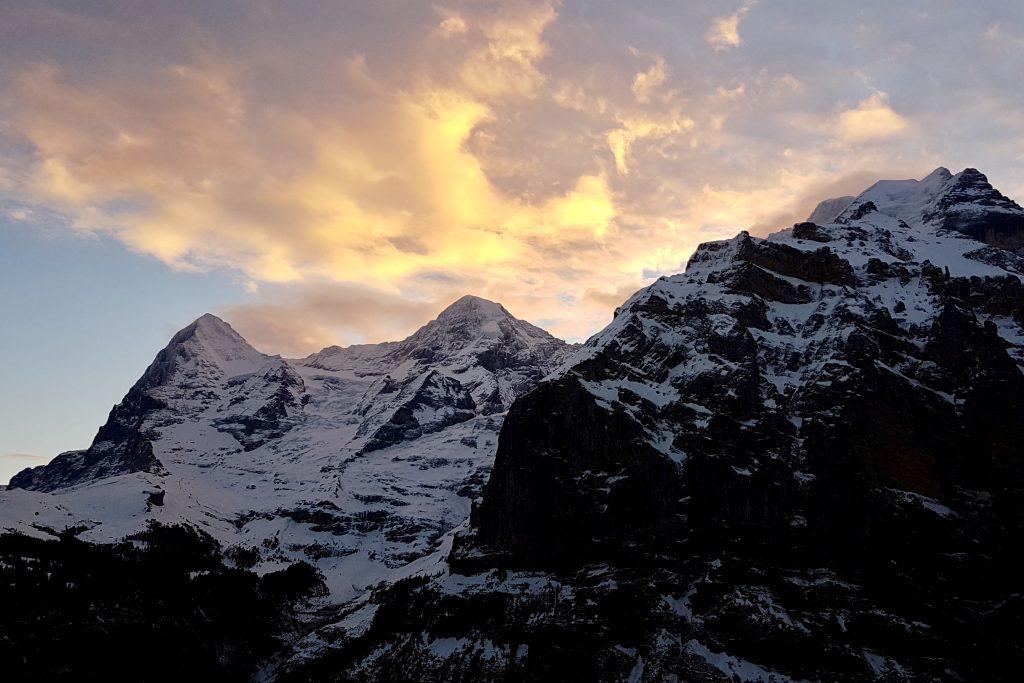 Eiger, Mönch und Jungfrau noch vor Sonnenaufgang