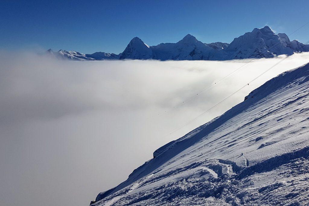 """Blick vom """"North face"""" des Schilthorns auf die Nebelbank unter dem Berner Dreigestirn"""