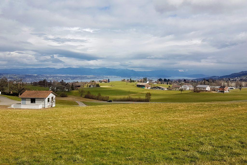 Blick von Egg über die Schnidellegi bis zum Zürichsee
